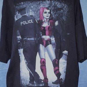 Harley Quinn Perp Walk Police Batman Tshirt 2XL